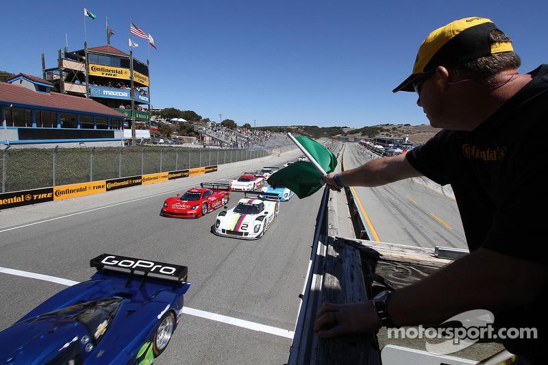 Start: #90 Spirit of Daytona Chevrolet Corvette DP: Antonio Garcia, Richard Westbrook leads