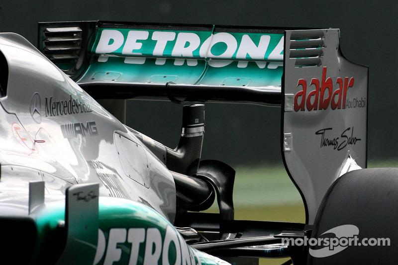 Mercedes GP test the double drs