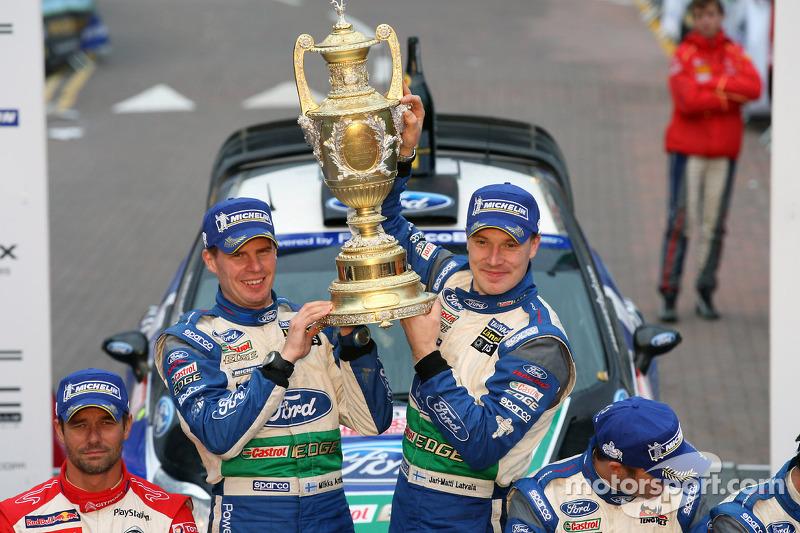 Подіум: переможці Ярі-Матті Латвала і Мікка Анттіла, Ford Fiesta RS WRC, Ford World Rally Team