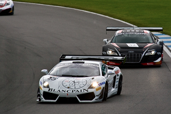 #25 Reiter Engineering Lamborghini Gallardo LP600: Peter Kox, Stefan Rosina leads