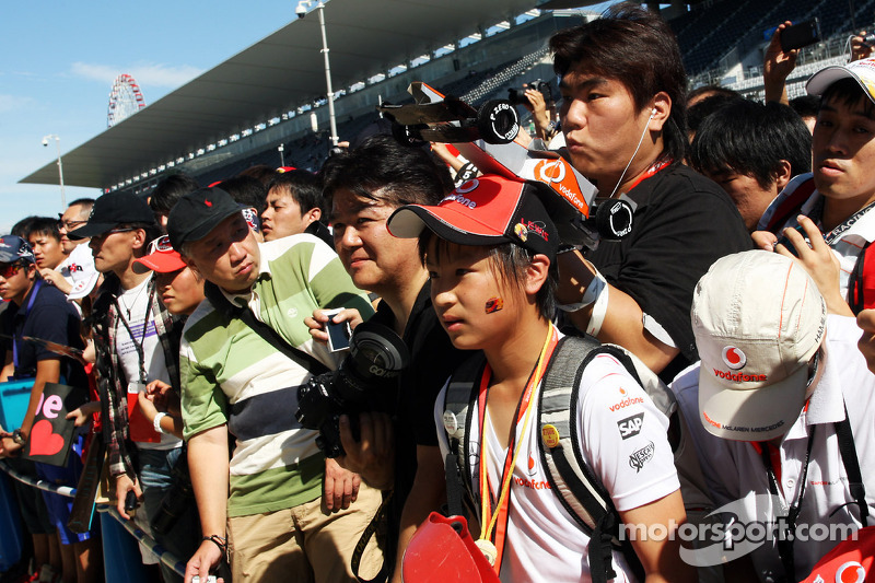 McLaren fans at the pit lane walkabout