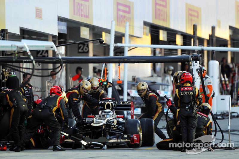 Kimi Raikkonen, Lotus F1 makes a pit stop