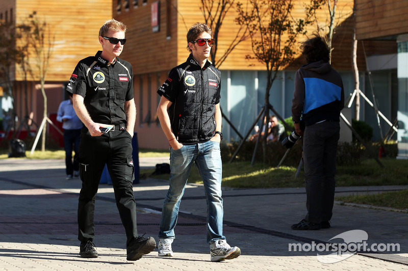 Romain Grosjean, Lotus F1 Team met Andy Stobart, Lotus F1 Team Press Officer
