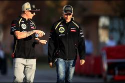 Kimi Raikkonen, del Lotus F1 Team y Jérôme d'Ambrosio, Tercer Piloto del Lotus F1 Team