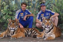 Will Power en Mark Winterbottom bezoeken de tijgers van Dreamworld
