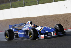 Pastor Maldonado, Williams F1 Team, drives the Williams FW18