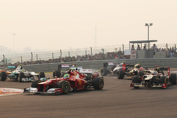Felipe Massa, Ferrari and Kimi Raikkonen, Lotus F1 at the start of the race