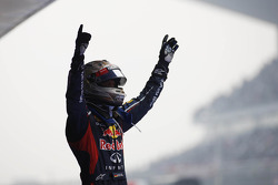 Race winnaar Sebastian Vettel, Red Bull Racing in parc ferme
