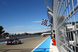 #17 Sébastien Loeb Racing McLaren MP4-12C GT3: Sébastien Loeb, Gilles Vannelet takes the checkered flag