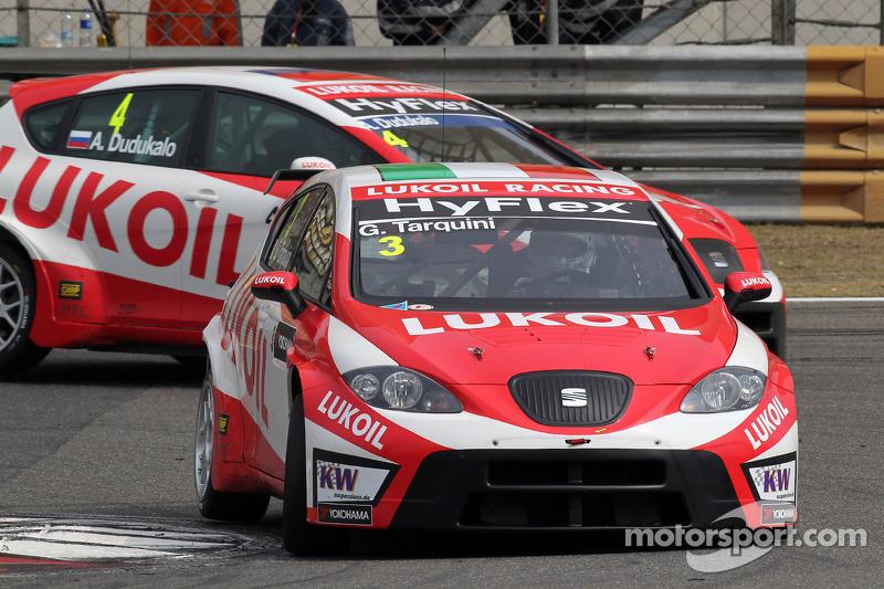 Gabriele Tarquini, SEAT Leon WTCC, Lukoil Racing Team en Alexey Dudukalo, SEAT Leon WTCC, Lukoil Rac