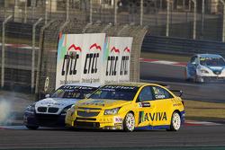 Alberto Cerqui, BMW 320 TC, ROAL Motorsport and Colin Turkington, Chevrolet Cruze 1.6T, TEAM AVIVA-COFCO