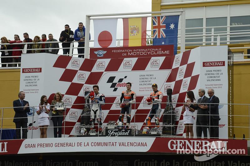 Кейси Стоунер, Дани Педроса и Кацуюки Накасуга. ГП Валенсии, воскресенье, после гонки.