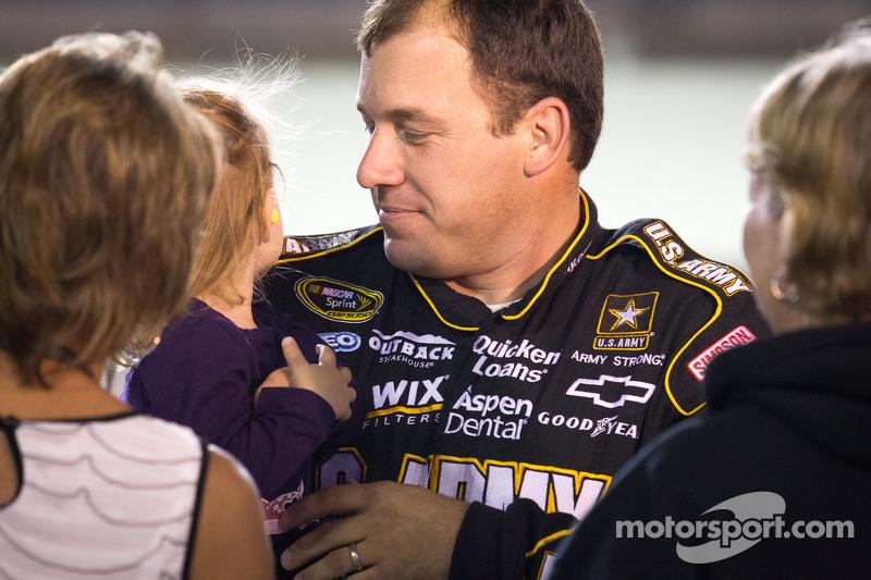 Ryan Newman, Stewart-Haas Racing Chevrolet met dochter