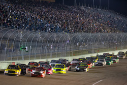 Restart: Kyle Busch, Kyle Busch Motorsports Toyota and Parker Kligerman, Red Horse Racing Toyota lead the field