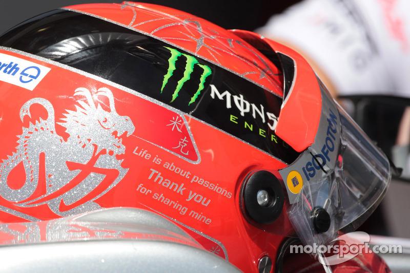 Eine Dankesbotschaft am Helm von Michael Schumacher