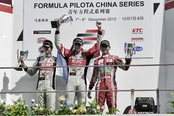 Podium: race winner Sean Gelael, second place Antonio Giovinazzi, third place Afiq Ikhwan