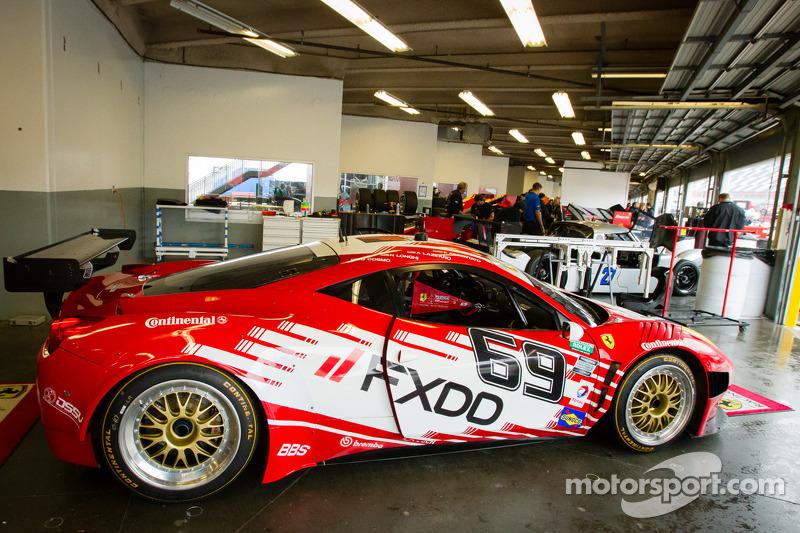 #69 AIM Autosport Team FXDD met Ferrari Ferrari 458