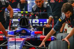 The car of Carlos Sainz Jr., Scuderia Toro Rosso STR12 is pushed by mechanics