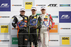 Podium rookies : le vainqueur Lando Norris, Carlin Dallara F317 - Volkswagen, le deuxième, Joey Mawson, Van Amersfoort Racing, Dallara F317 - Mercedes-Benz, le troisième, Mick Schumacher, Prema Powerteam, Dallara F317 - Mercedes-Benz