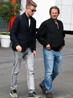Nico Hulkenberg, Renault Sport F1 Team und Michael Schmidt, Journalist