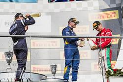 Подіум: переможець Шарль Леклер (Prema), другий призер Артем Маркелов (Russian Time), третій призер Олівер Роуланд (DAMS)