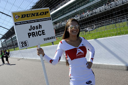 Gridgirl für Josh Price, Team BMR Subaru Levorg