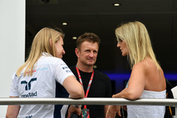 Sophie Ogg, Williams Press Officer, Allan McNish, C4 F1 and Sonia Irvine
