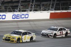 Кейси Кейн, Hendrick Motorsports Chevrolet и Кори Лажуа, BK Racing Toyota