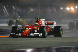 Kimi Raikkonen, Ferrari SF70H, on the formation lap