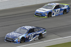 Danica Patrick, Stewart-Haas Racing Ford, Ricky Stenhouse Jr., Roush Fenway Racing Ford