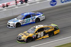 Matt Kenseth, Joe Gibbs Racing Toyota, Chris Buescher, JTG Daugherty Racing Chevrolet