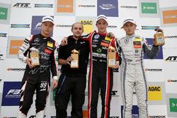 Подиум: победитель Джоэль Эрикссон, Motopark, второе место – Никита Мазепин, третье место – Тадасуке Макино, Hitech Grand Prix