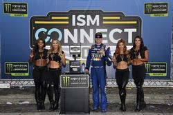 1. Kyle Busch, Joe Gibbs Racing Toyota, mit den Monster-Girls