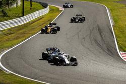 Felipe Massa, Williams FW40, Nico Hulkenberg, Renault Sport F1 Team RS17