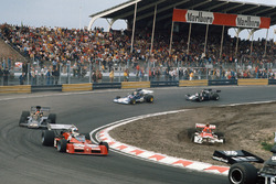 Niki Lauda, BRM P160E pist dışına çıkıyor, Chris Amon, Tecno PA123B, Emerson Fittipaldi, Lotus 72E Ford, Mike Hailwood, Surtees TS14A Ford, David Purley, March 731 Ford