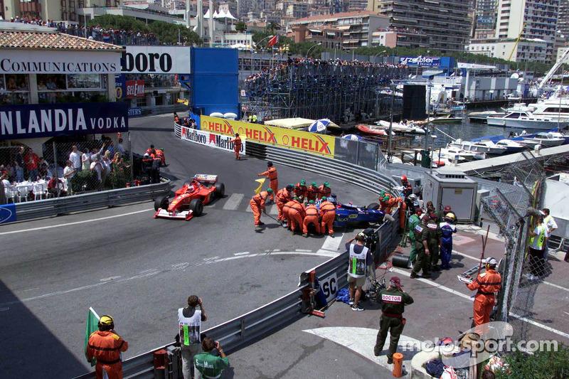 El choque de Prost Peugeot de Nick Heidfeld