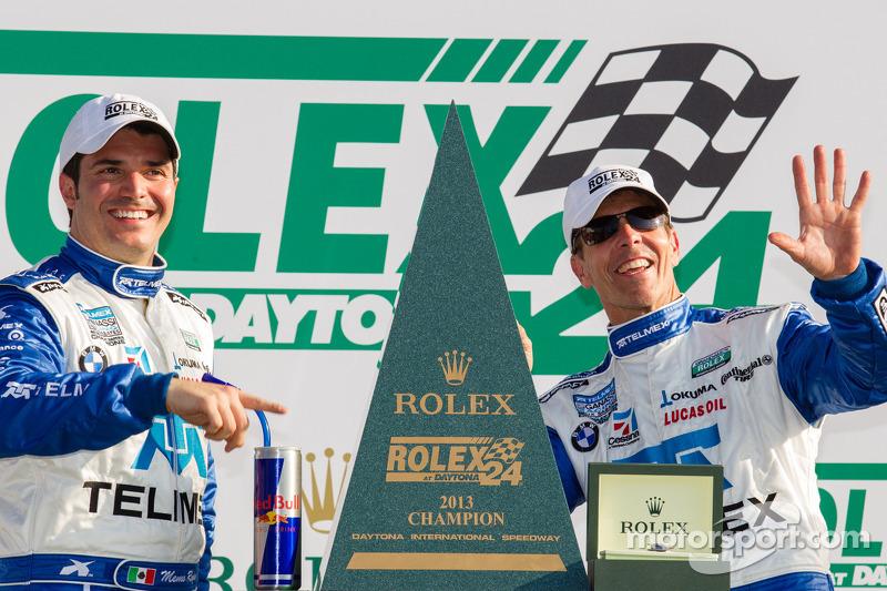 DP victory lane: overall-winnaars Memo Rojas en Scott Pruett vieren de zege