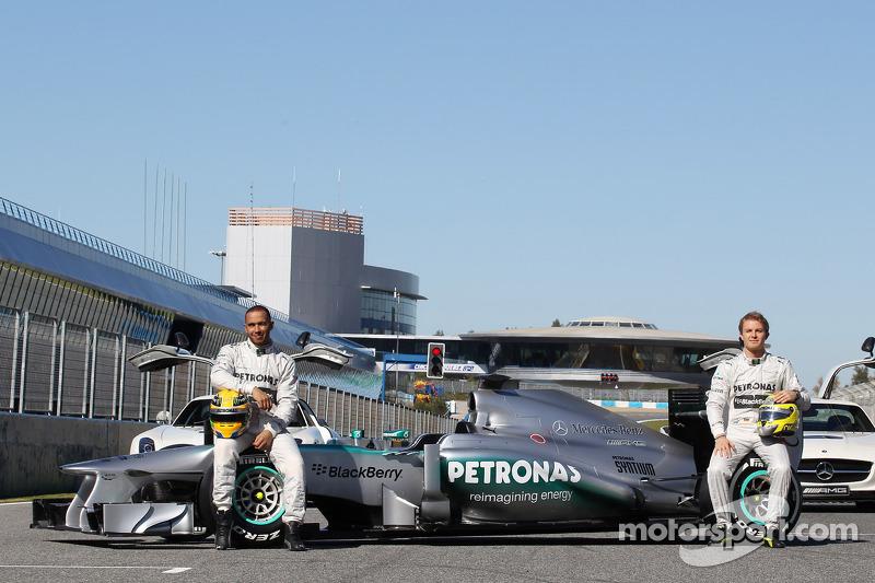 Льюис Хэмилтон и Нико Росберг. Презентация Mercedes AMG W04, Презентация.