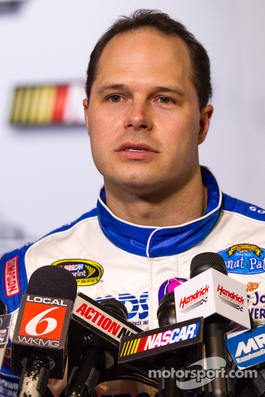 David Gilliland, Front Row Motorsports Ford, e Casey Mears, Germain Racing de Ford