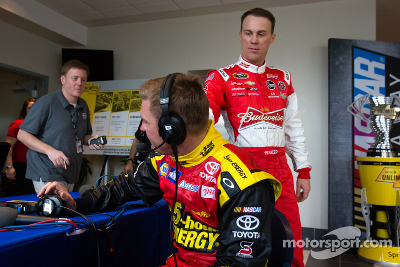 Clint Bowyer, Michael Waltrip Racing Toyota en Kevin Harvick, Richard Childress Racing Chevrolet lac