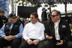 Rick Hendrick, team owner Hendrick Motorsport, Mark Reuss, President General Motors USA, Chip Ganassi, team owner Earnhardt Ganassi Racing