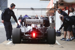Pastor Maldonado, Williams FW35 in the pits