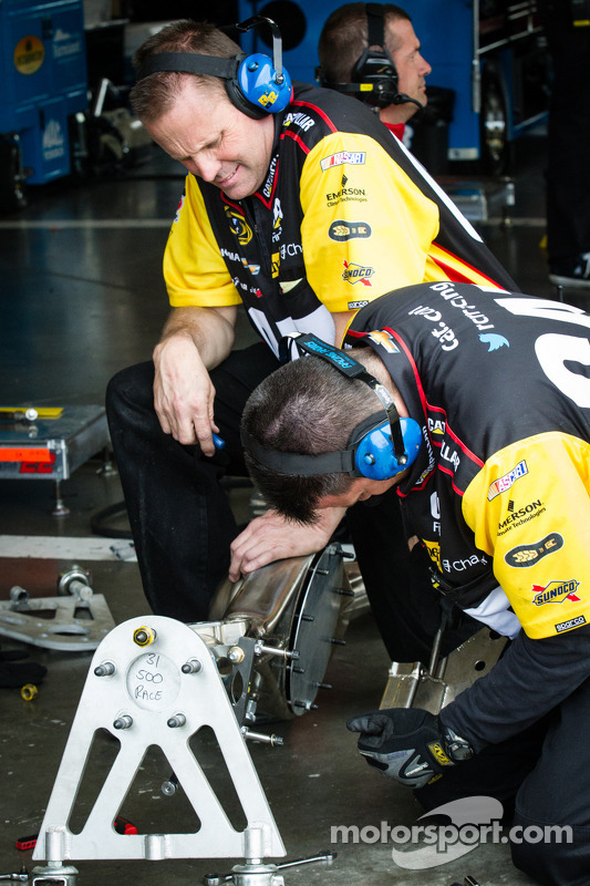 traseiro axle change no carro de Jeff Burton, Richard Childress Racing Chevrolet