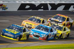 Ricky Stenhouse Jr., Roush Fenway Racing Ford leads Kasey Kahne, Hendrick Motorsports Chevrolet