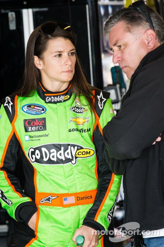 Danica Patrick com seu pai T.J.