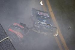 Last lap crash: Elliott Sadler and Regan Smith crash