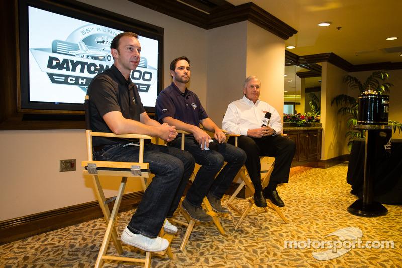 2013 Daytona 500-winnaar Jimmie Johnson, Hendrick Motorsports Chevrolet, met Chad Knaus en eigenaar