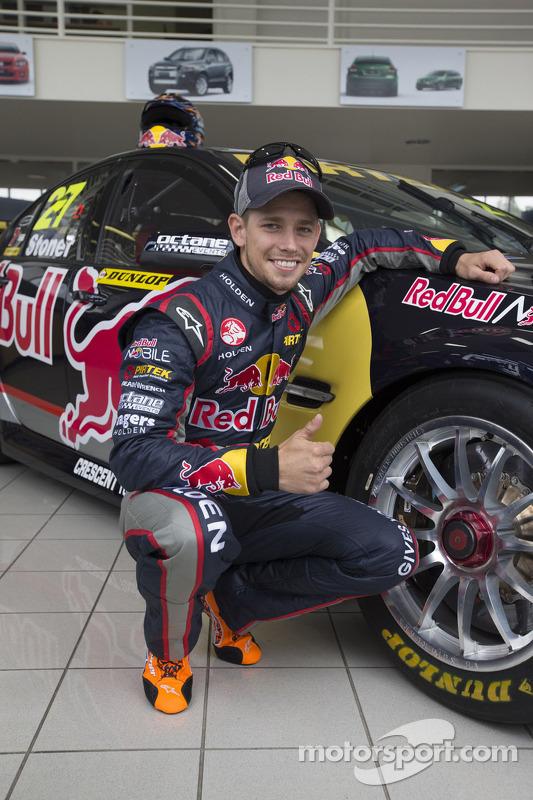 Casey Stoner com o Holden que irá pilotar para o desenvolvimento da Dunlop