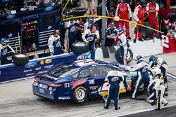 Pit stop for Brad Keselowski, Penske Racing Ford