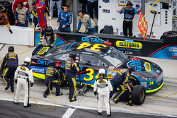 Pit stop for David Ragan, Front Row Motorsports Ford